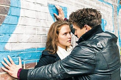 Em casos de violência no namoro, parceiro impede a outra pessoa de tomar suas próprias decisões