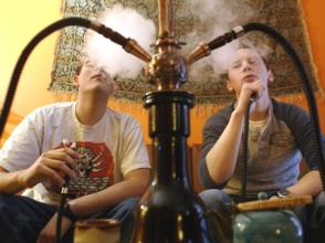 adolescentes-fumando-narguile