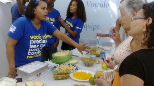 Profissionais e usuários da Clínica da Família Sérgio Vieira de Mello provaram novos ingredientes e aprenderam receitas saborosas e saudáveis