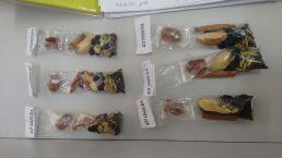"""""""Kit Fissura"""" distribuído para desestimular os fumantes a usarem tabaco. Contem produtos mastigável e com sabor característico como especiarias e grãos diversos"""