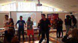 Dinâmica do representante do IESC Cesar Paro junto aos adolescentes e jovens