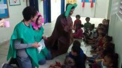 Atividade educativa sendo realizada pelo RAP da Saúde junto aos alunos da Escola-Creche